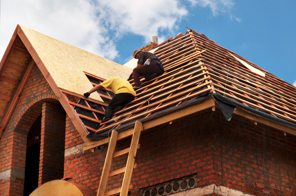 Contractors installing the roof of the house