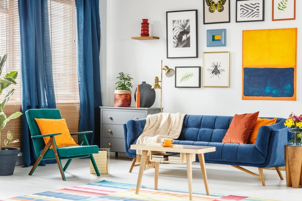 living room with blue motif