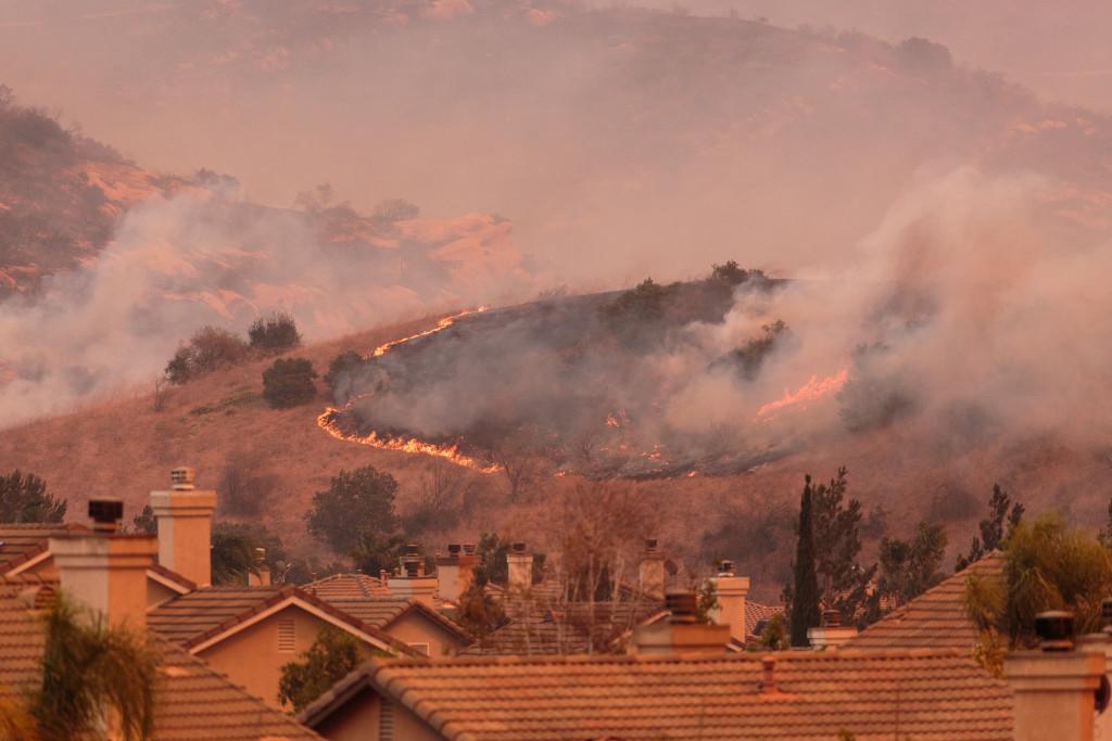 wildfire in Anaheim Hills